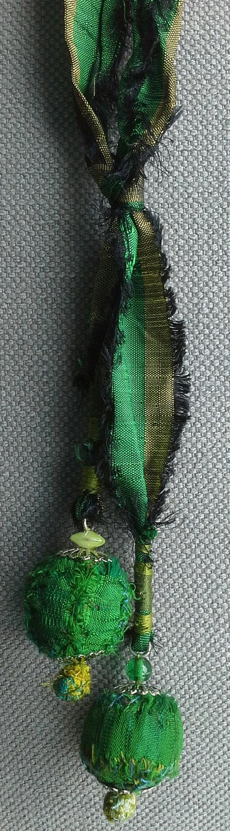Collier/Sautoir textile vert émeraude. par VeronikB sur Etsy