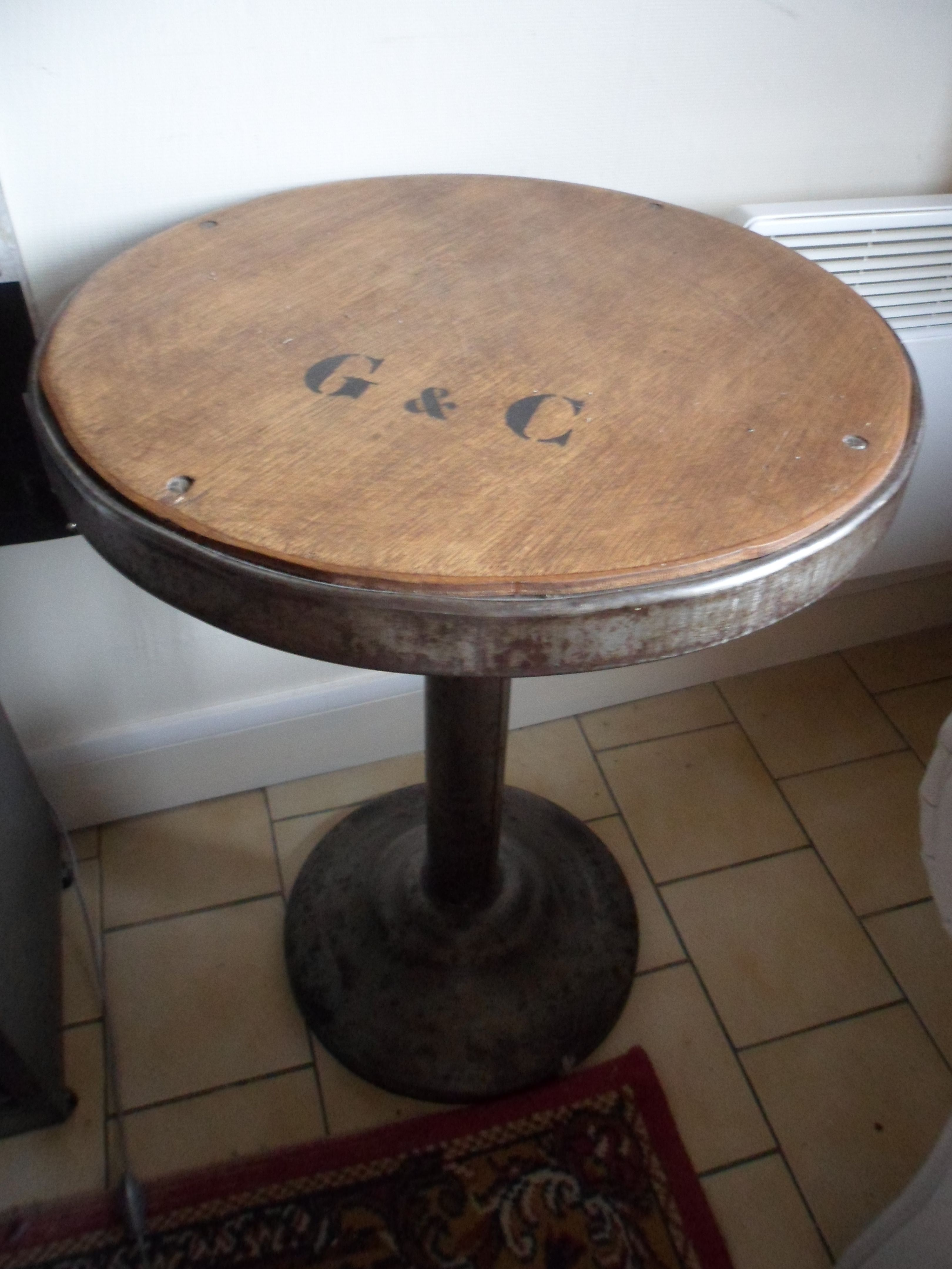la belle table industrielle avec pochoir