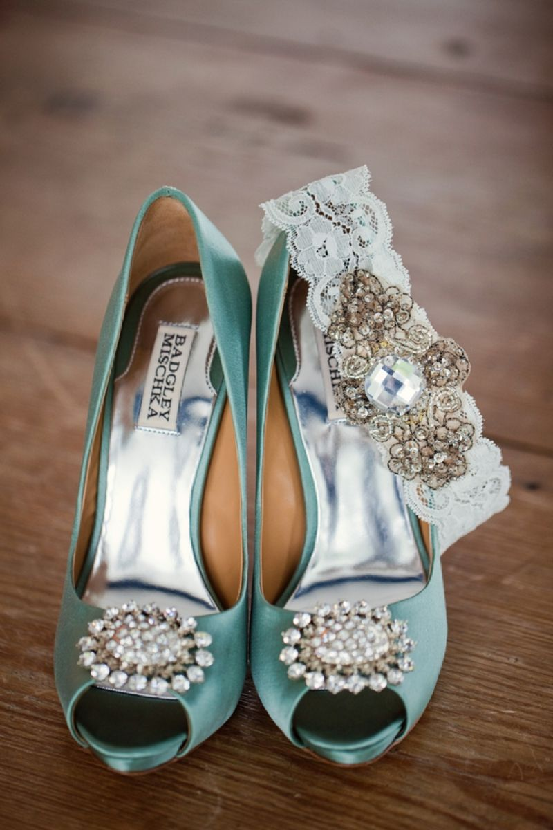 Shoes and garter with jewels
