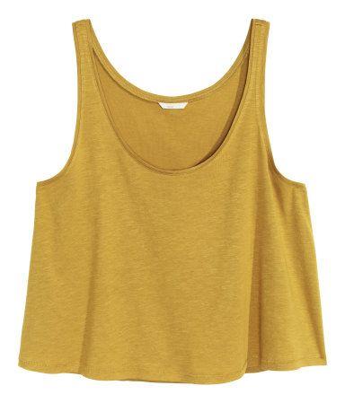 87e45c2fcfc27 Verde aceituna. Camiseta corta de tirantes en punto flameado ...