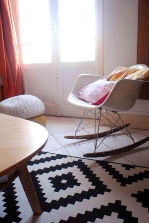 La Malle Aux Trésors Carrelage Blanc Et Plinthe Bois Clair Déco - Plinthe carrelage et tapis de chambre pour bebe