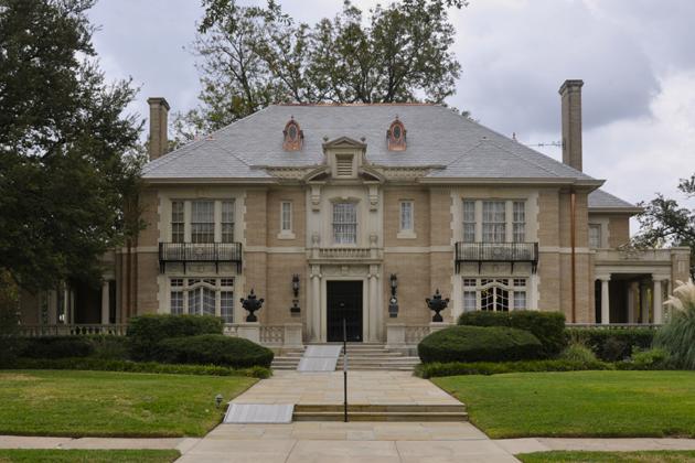 The Aldredge House - Dallas, TX_Halloween Wedding Site_wedding fashion finds