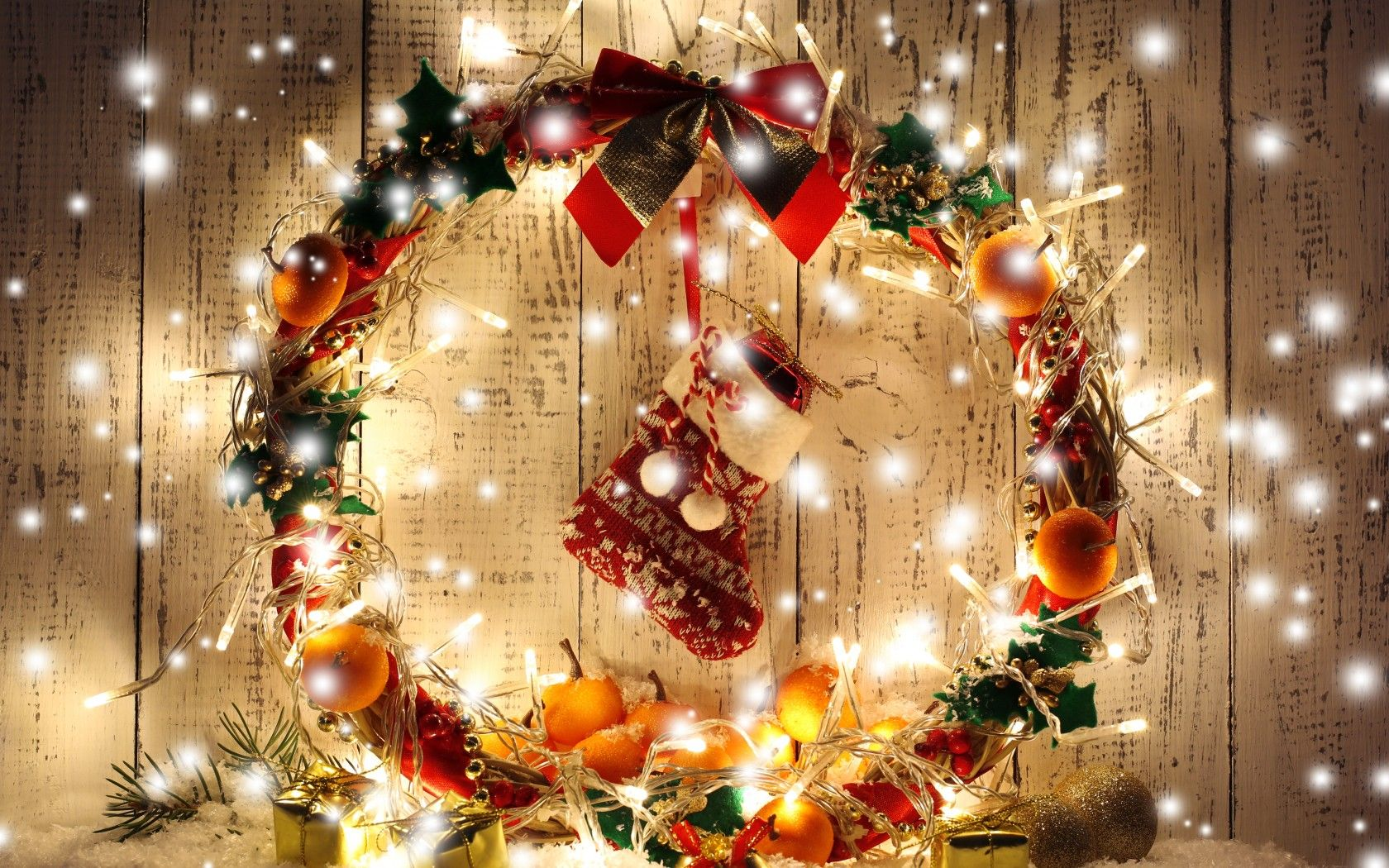 christmas-new-year-ornaments-garland-lights.jpg 1.680×1.050 pixel