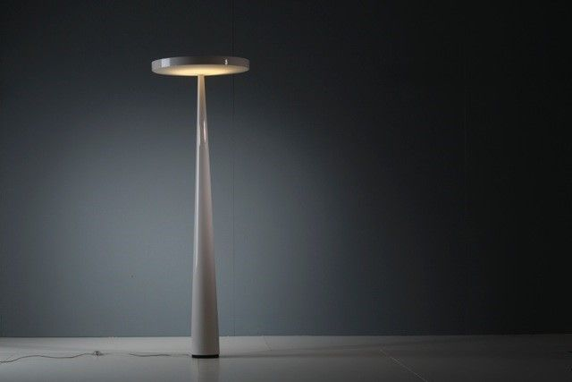 A new glossy light grey finishing is now available for the down light version of the iconic #Equilibre #floorlamp, designed by Luc Ramael for #Prandina