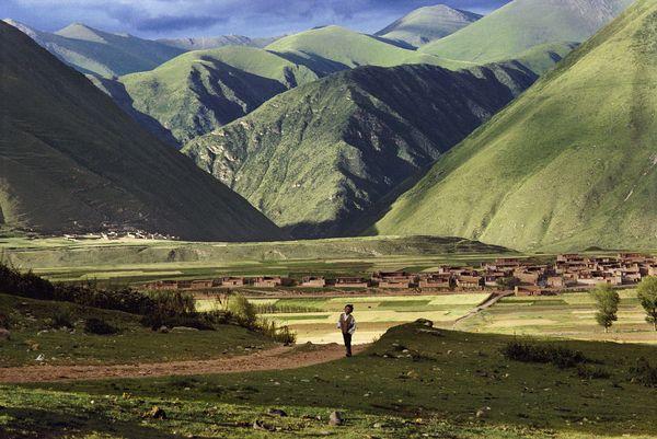 Kandze, Tibet -10198ns -- http://stevemccurry.wordpress.com/2011/09/01/between-earth-and-sky/#