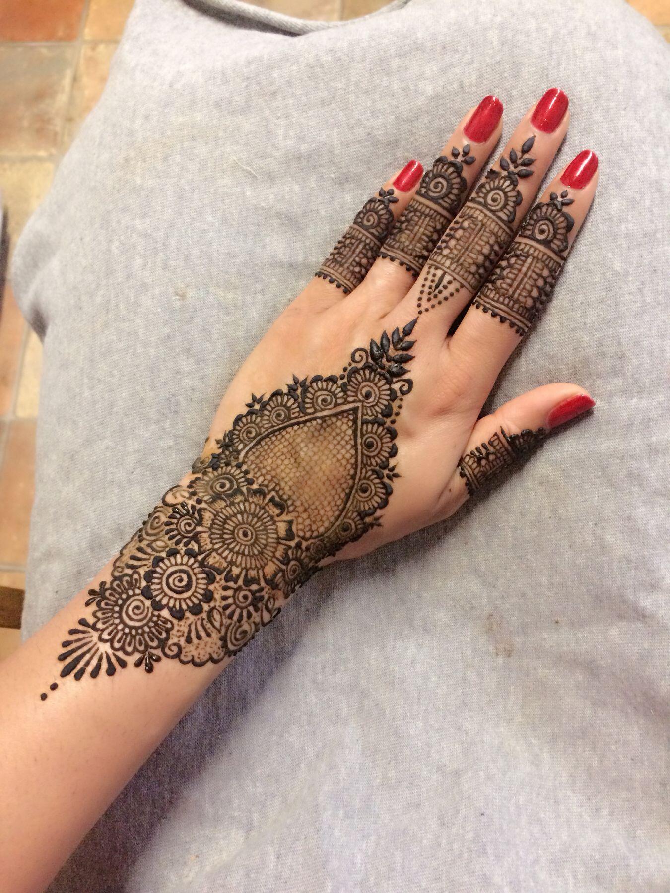 Pin by sidrah ishtiaq on henna designs pinterest hennas mehndi