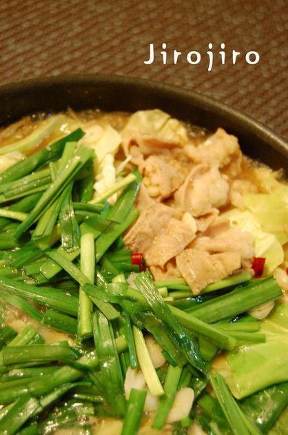 鶏がらベースの美味しいもつ鍋です。人気のあのお店に少しは近づいたかな♪コクうま絶品♪ 9/3に100レポ達成しました❤