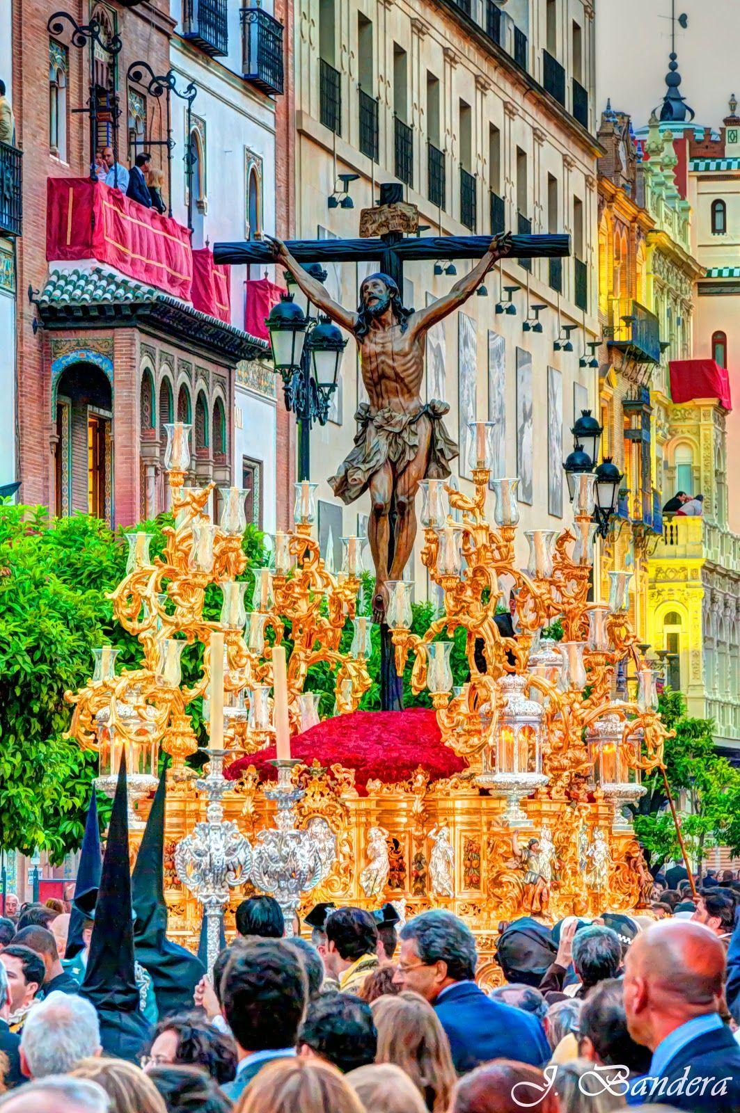 Las Fotografías De Bandera Hdr El Dios Verdadero Fotos Semana Santa Hermandades De Sevilla Semana Santa Sevilla