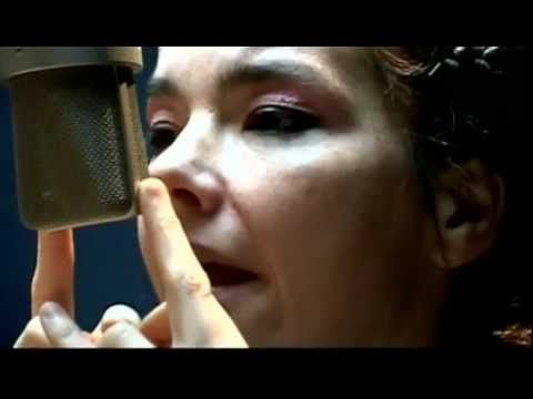 The making of the beautiful Medúlla album.  https://vimeo.com/55201690    [Medúlla mini concert]