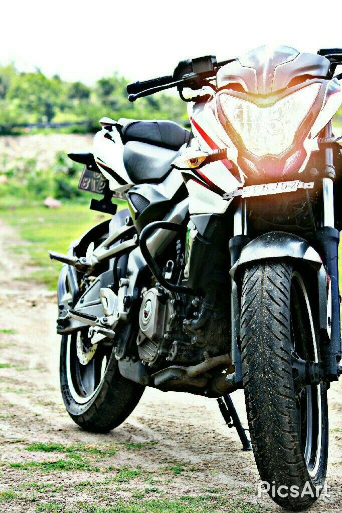 Pin By Dharmen Singh On 200ns Black And White Bike Pic Bike Photoshoot Bike Photo