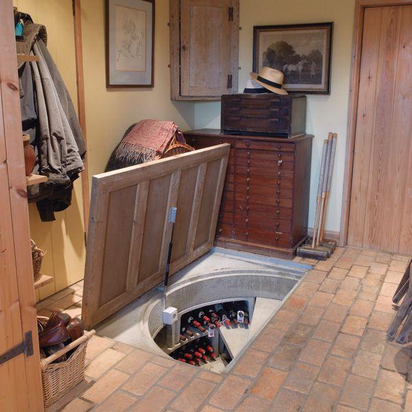 Sie ließen eine geheime Bodenklappe in der Küche einbauen. Der Grund ...