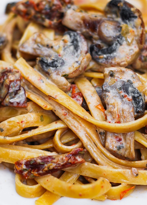 Sun-Dried Tomato Mushroom Pasta