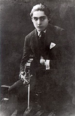 Theodoro Valcárcel : músico [fotografía]
