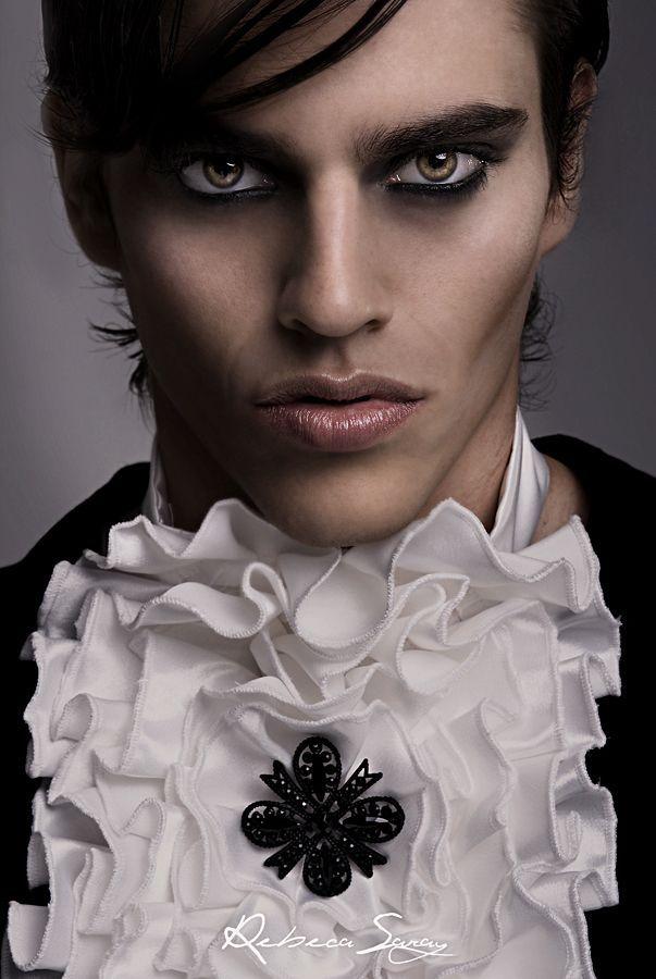 Modelo Carlos Make Up Carmen Montoro Estilismo Vrl Collection Paco Varela Nueva Coleccion