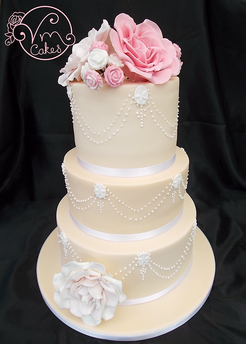 Vintage 3 Tier Wedding Cake Vanilla Sponge Filled With Ercream Iced White Chocolate Ganache Hand Piped Pearl Swag And
