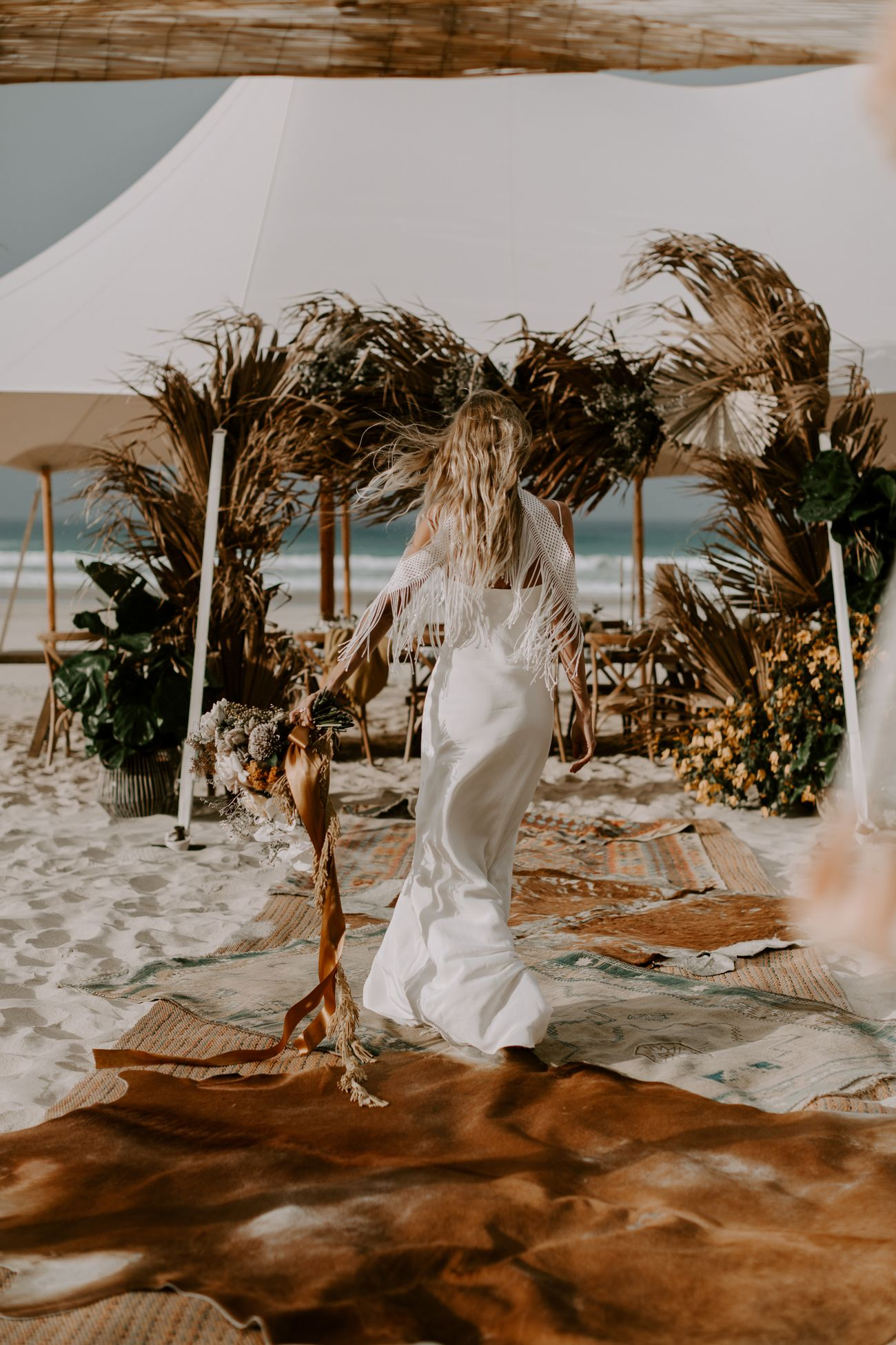 Modern Bohemian Wedding at the beach with the super trend dry palm