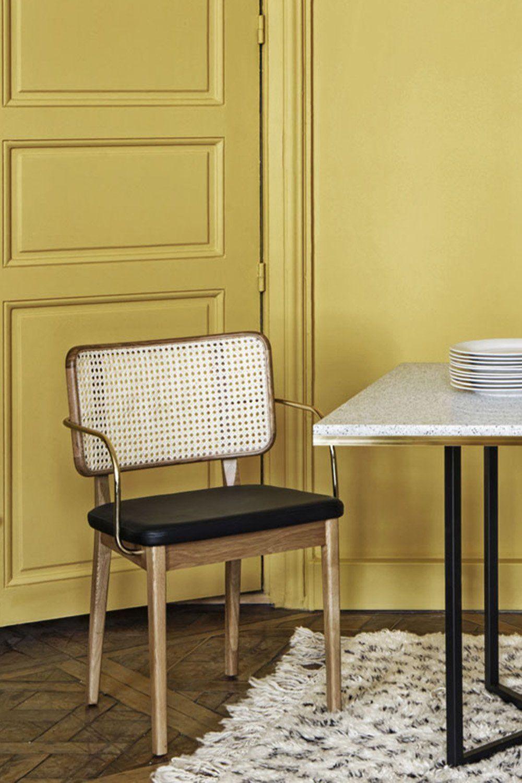 Une Chaise En Cannage Retro Red Edition Mobilier De Salon Decoration Maison Chaises Salon