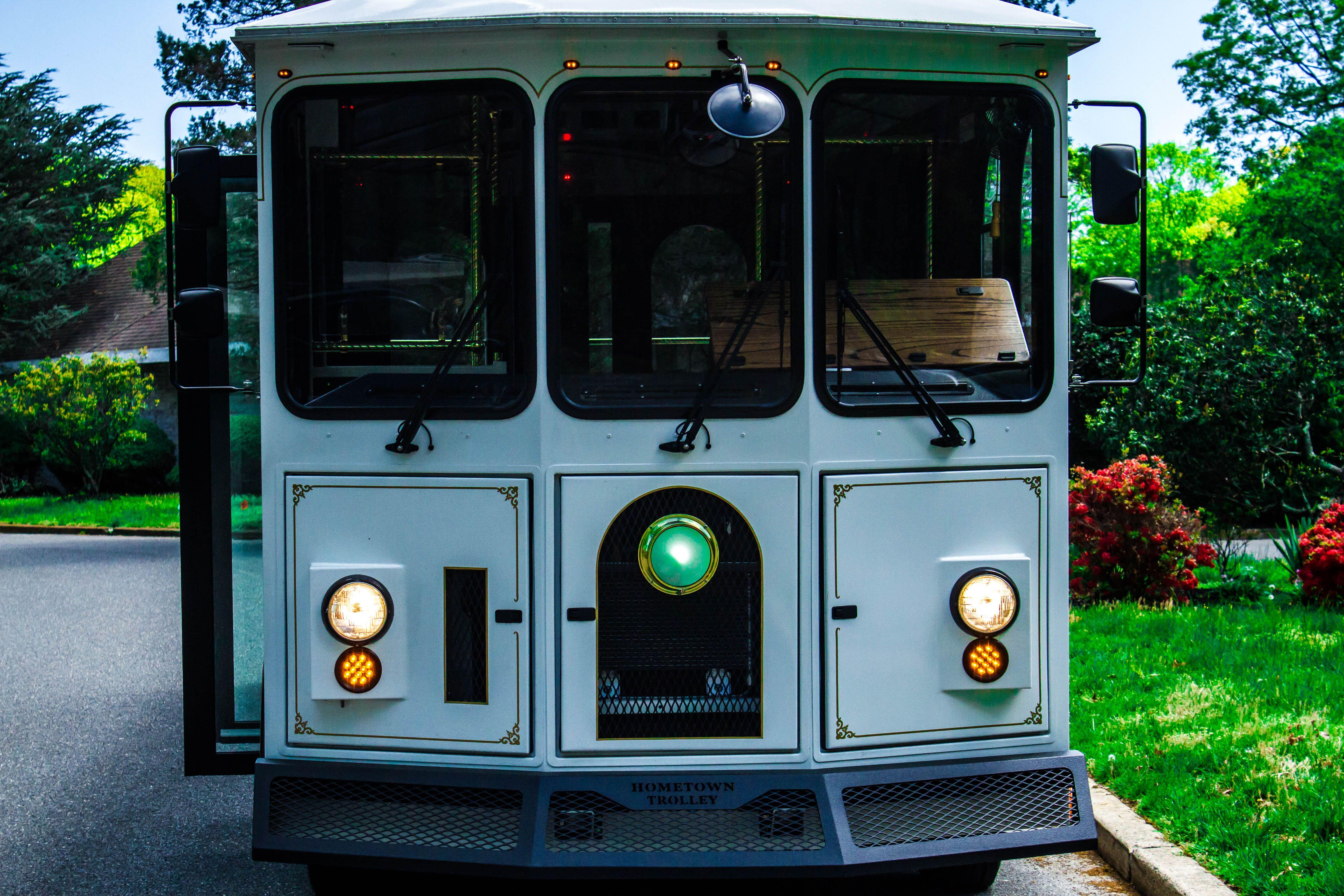 Shore Luxury Limos White Wedding Trolley. 28 Passenger