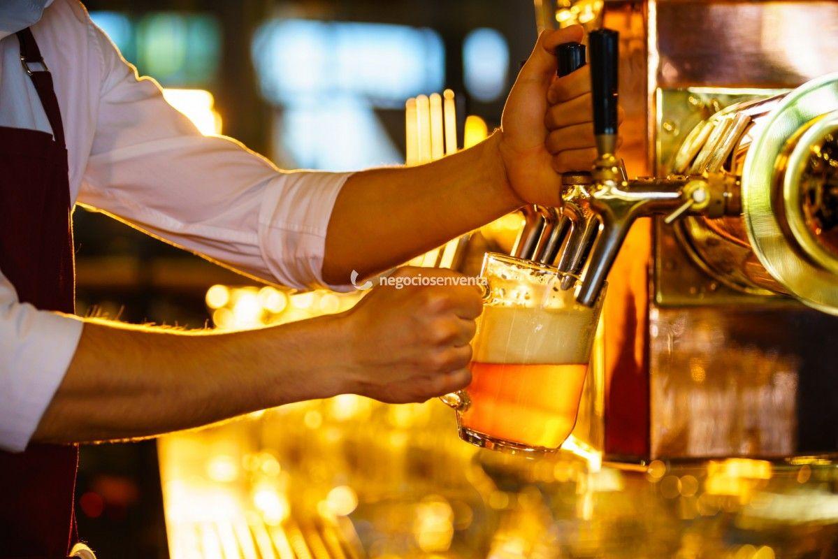 Traspaso De Negocios Bar Cerveceria En Alquiler Montada En Madrid España Beer Beer Glasses Beer Mug