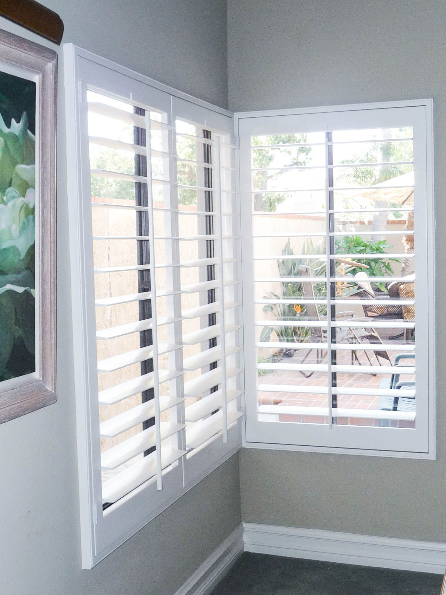 Check Out These Bright White Interior Plantation Shutters With 4 5 Louvers And Tilt Rods Installed On A Corner Window By The Clic Team