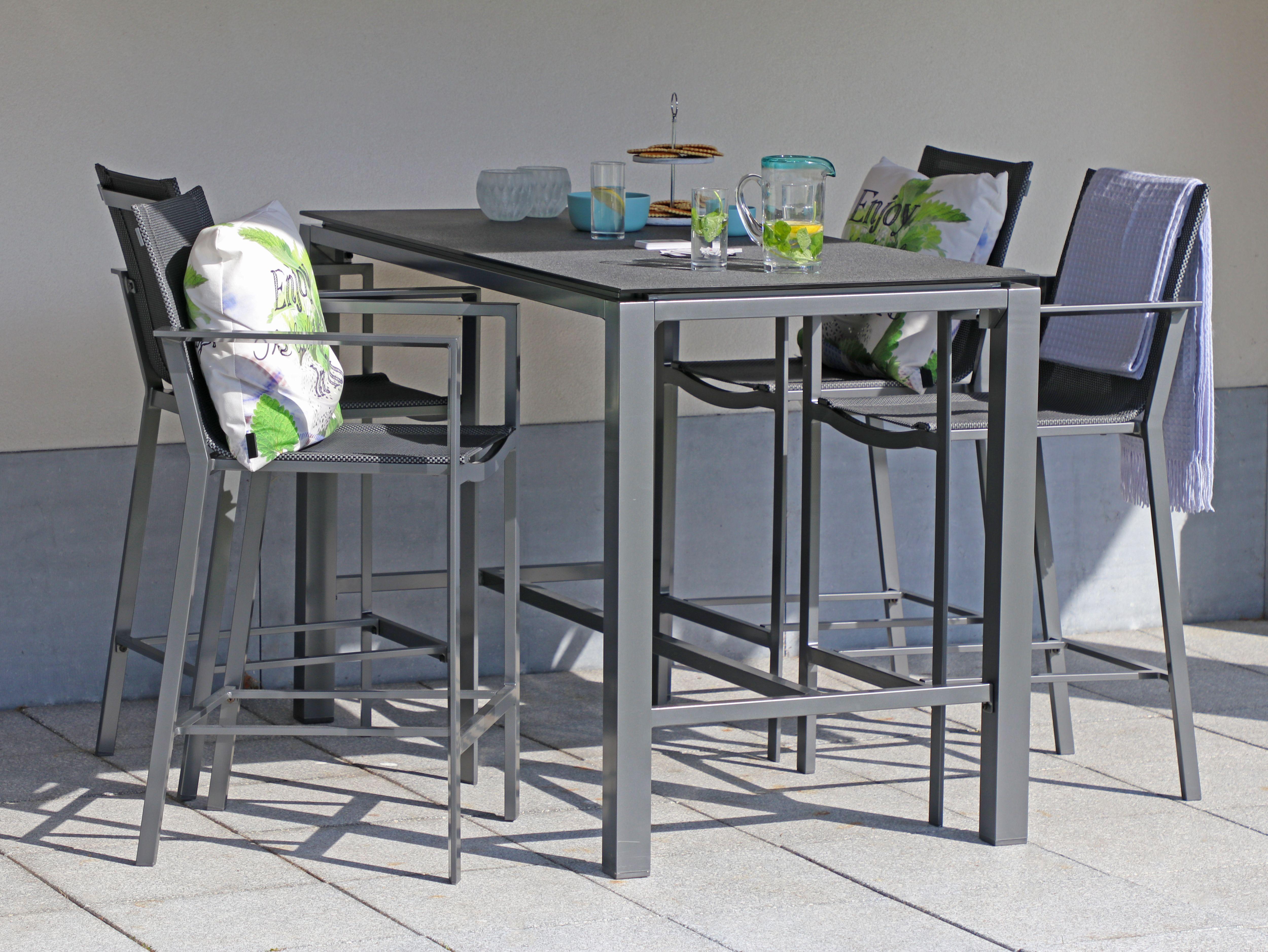 Elegant Gartenbar Set Aus Aluminium Mit Einer Sitzfläche Aus Textilene Mit Bunten  Dekokissen #gartenmöbel #