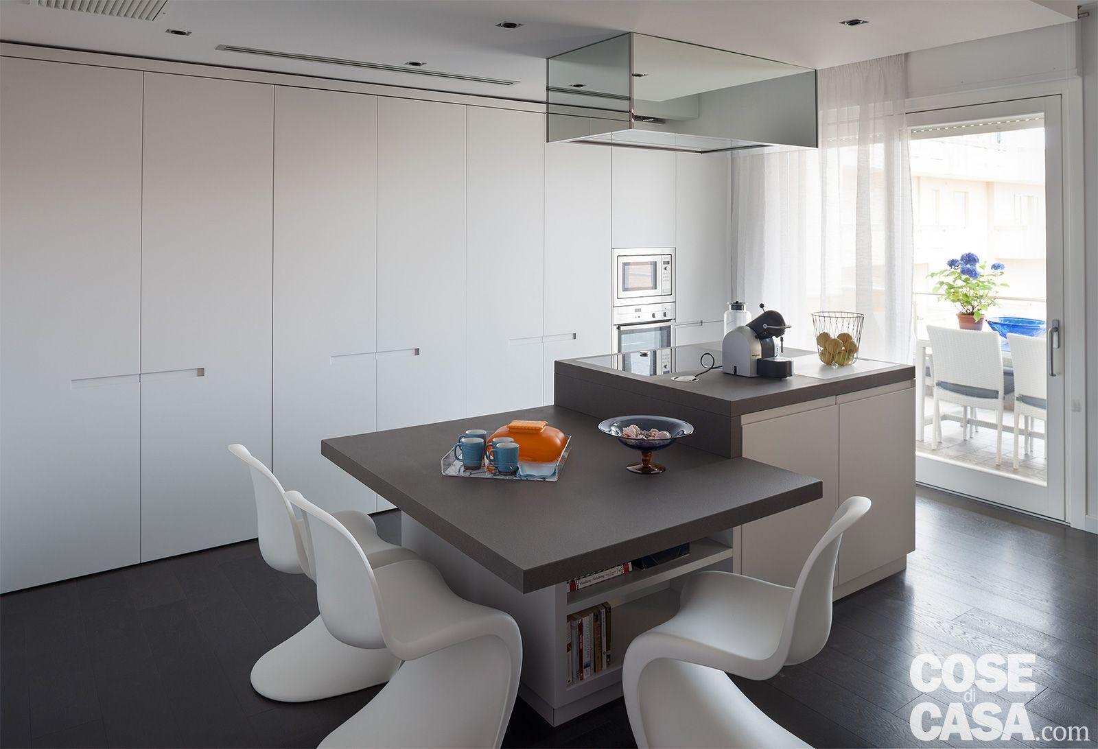 75 Mq Una Casa Con Geometrie In Bianco E Nero Cose Di Casa Arredamento Sala E Cucina Idee Per Decorare La Casa Interni Della Cucina