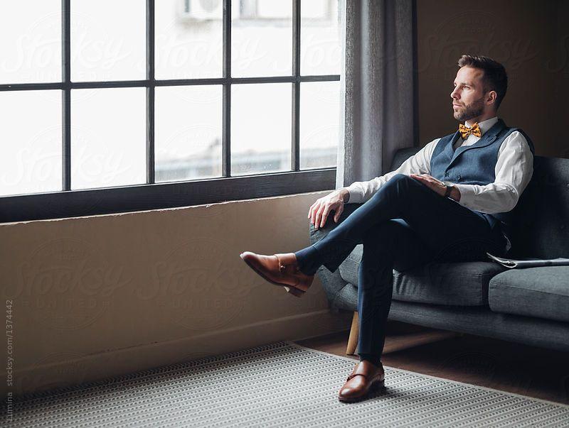 Man Wearing Suit Sitting On Couch By Lumina For Stocksy United Muzhskie Fotografii Pozy Muzhskie Portrety Muzhskoj Portret