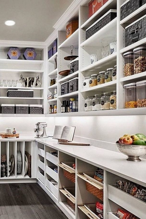 45 awesome pantry shelving organized ideas to create the perfect one 17 » AERO.DREAMS #pantryorganization #pantryideas #kitchenstorage #pantryshelving