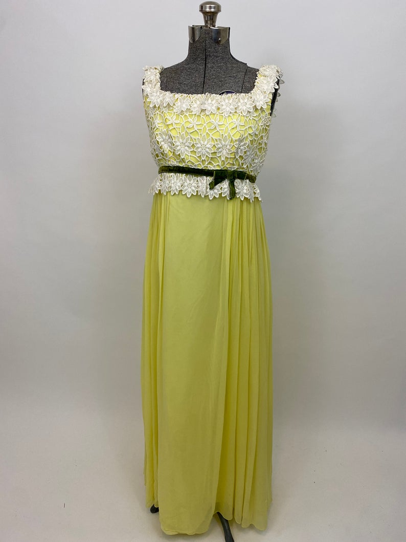 70s Floral Dress 1970s Yellow And Green Velvet Party Dress Etsy In 2021 Yellow Party Dresses Dresses Velvet Party Dress [ 1059 x 794 Pixel ]