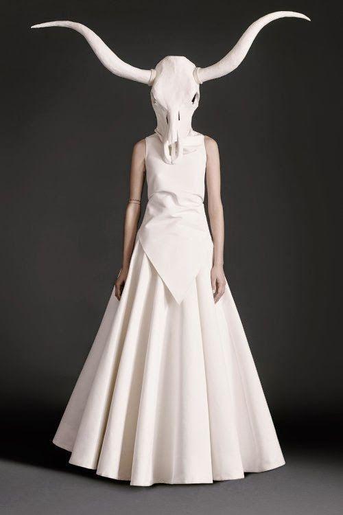 Photo of Una moda surreale attorno al toque ritualístico di Gareth Pugh
