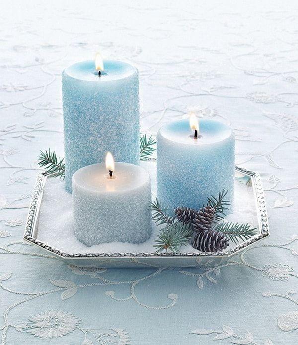 velas en tonos azules como centro de mesa para navidad