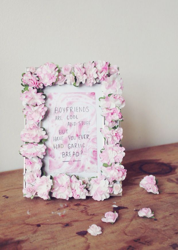 Easy DIY Pink Paper Flower photo frame. Perfect for spring.  Cheap and Simple to make