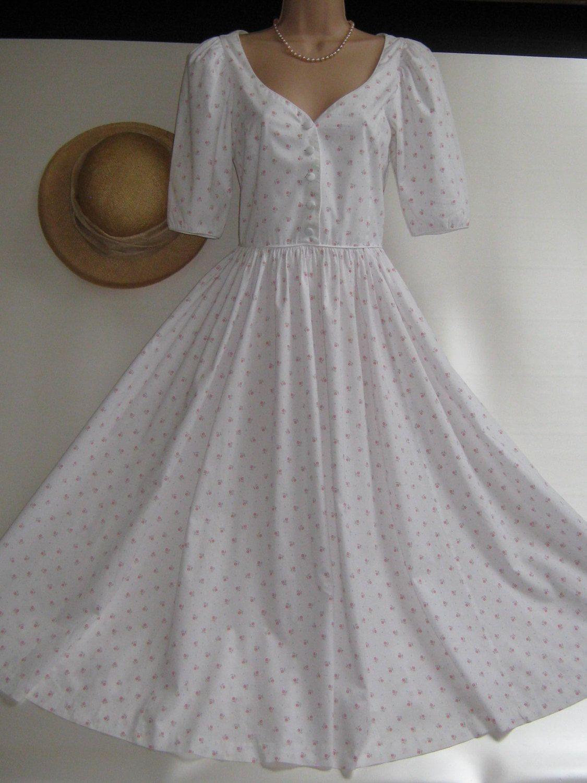 Laura Ashley Vintage Summer White Rose Posy Day Tea Dress Etsy Ashley Clothes Fashion Dresses Summer Fashion Dresses [ 1500 x 1125 Pixel ]