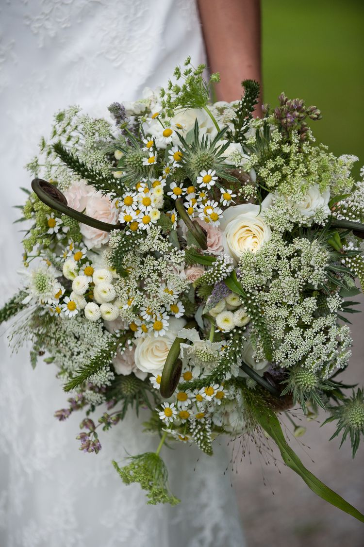 f1bcdaf1b1158 A pristine white arrangement with delicate chamomile buds and lovely summer  textures. Floral design: Winston Flowers. Photo credit: Genevieve de Manio.