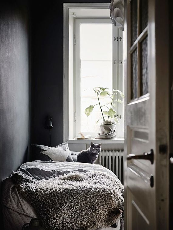 Dark bedrooms inspiration Bedrooms, Small places and Vintage
