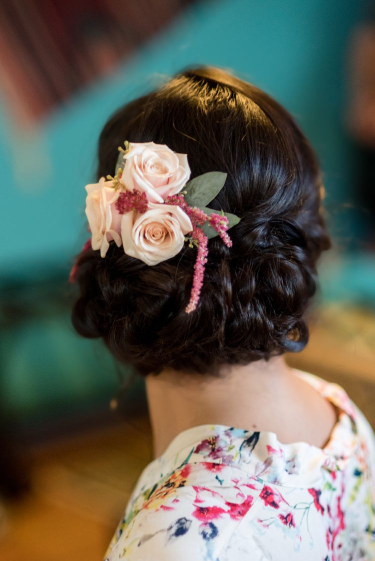 Beautiful bridal hair comb with fresh flowers (Maura Jane ...