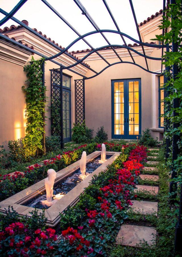 Mediterranean courtyard, gardening Arka bahçe