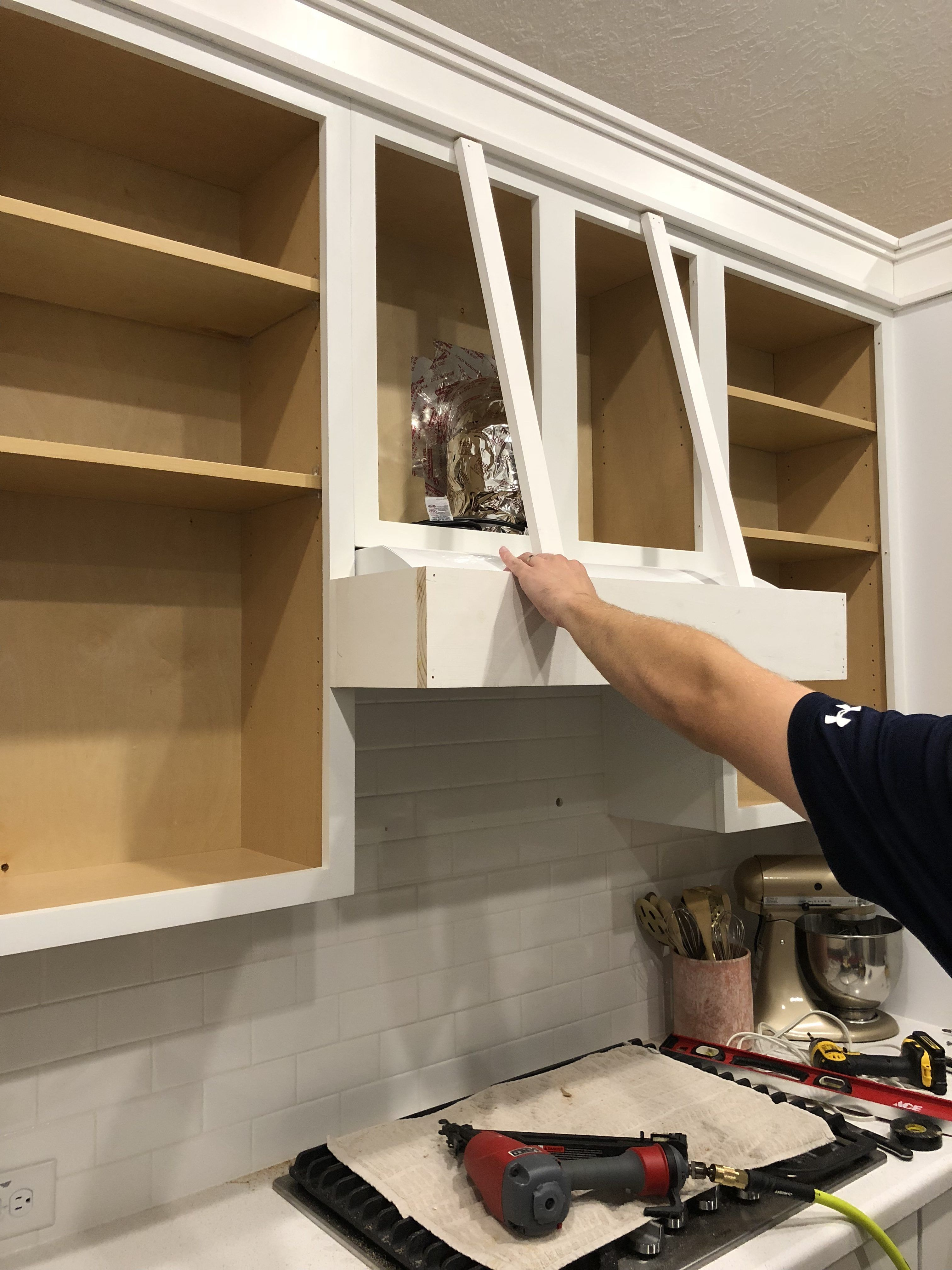 Diy Kitchen Vent Hood And Cabinet Molding The Blooming Nest Kitchen Vent Kitchen Vent Hood Cabinet Molding