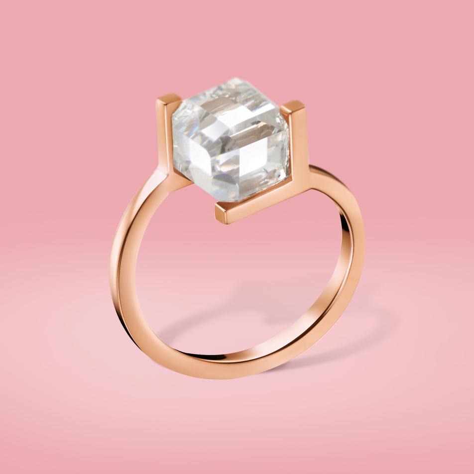 Dieser Calvin Klein Ring ist durch seine geometrische Form ein ganz ...