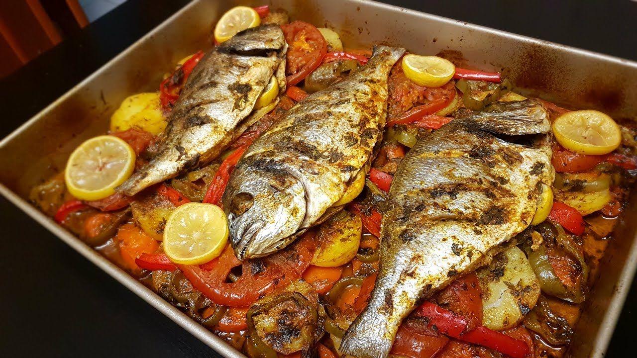 طريقة عمل سمك بالخضار في الفرن سريع سهل لذيييذ و صحي جدااا طاجين الحوت على الطريقة المغربية Youtube Cooking Recipes Food Cooking
