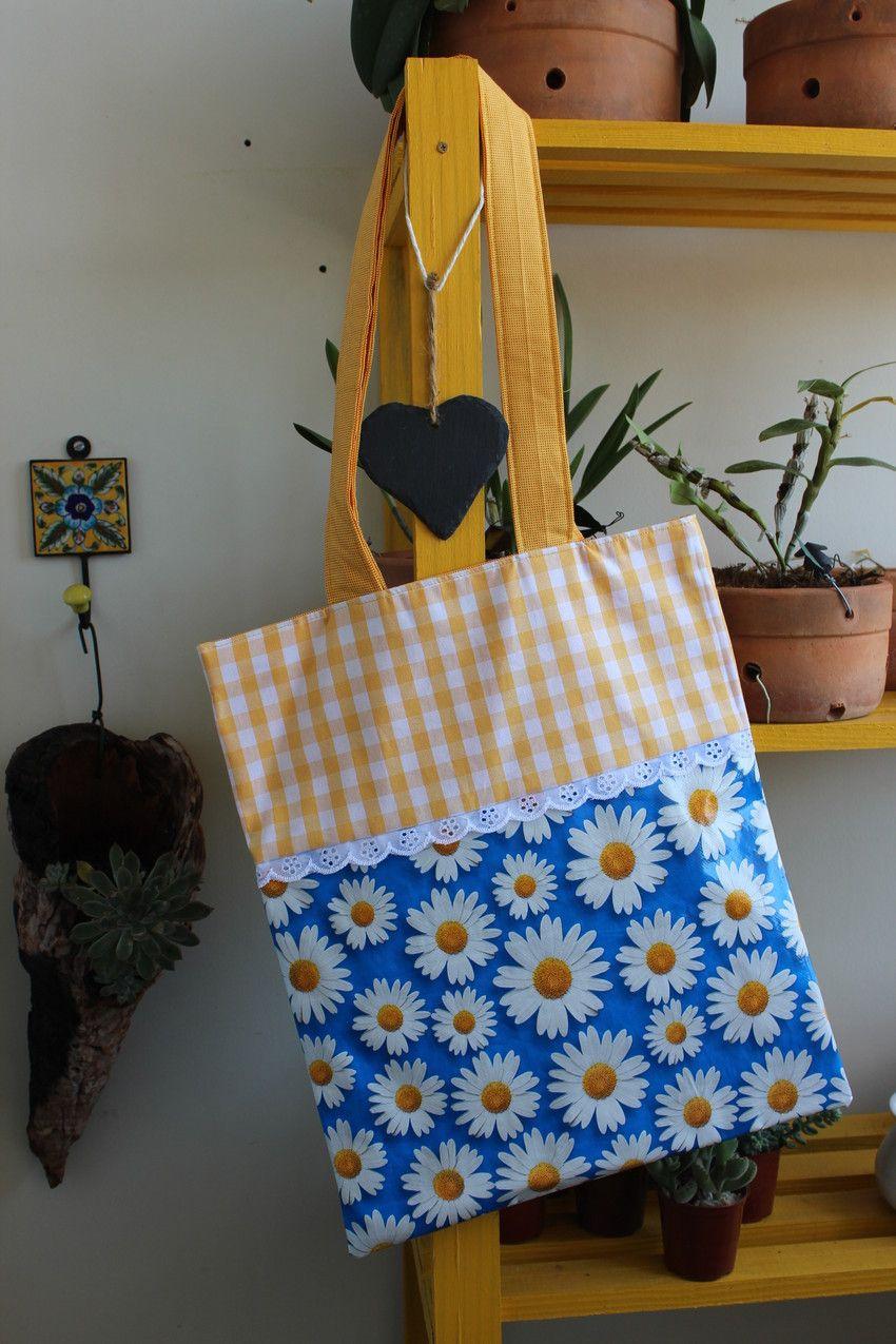 Ecobag em tecido e toalha plástica