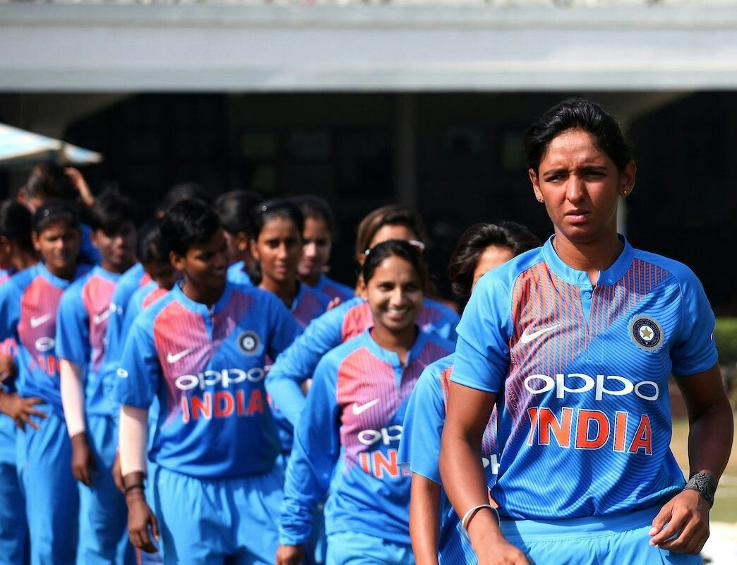 08fbb8c3717 Harmanpreet Kaur with Indian Womens Cricket Team after beating ...