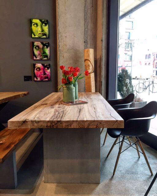 esstisch aus der kombination holz und beton massivholztische esstische dinningtable pinterest. Black Bedroom Furniture Sets. Home Design Ideas