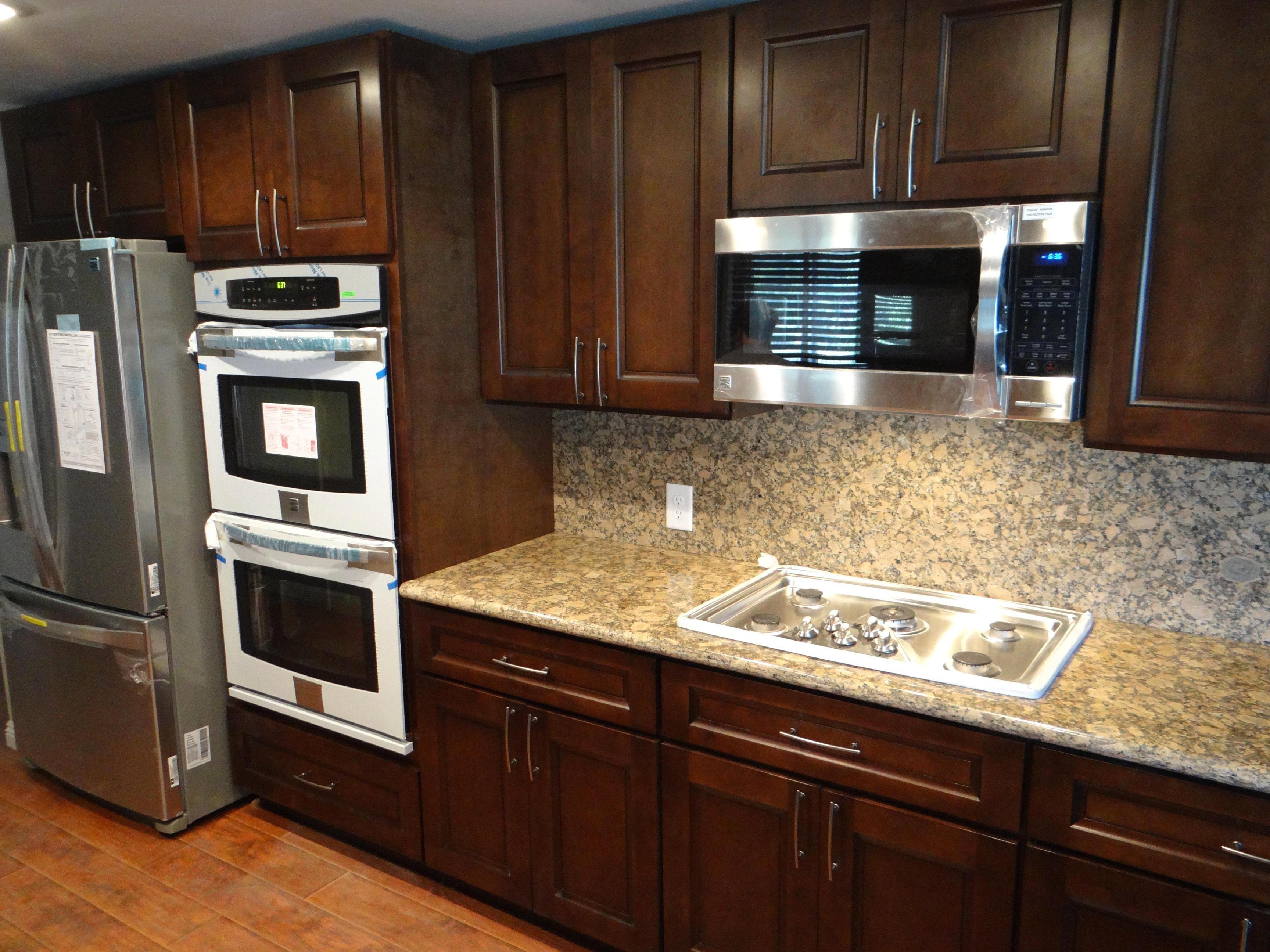 kitchen backsplash ideas for brown cabinets | Espresso ...