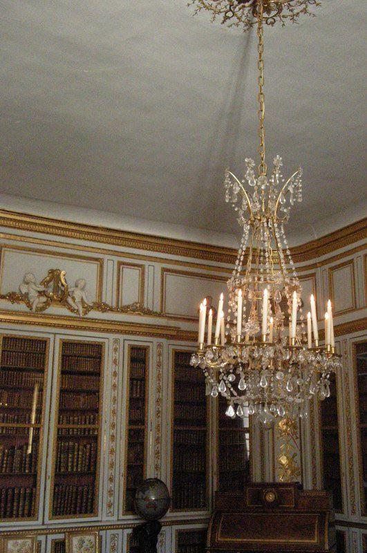 La bibliothèque de Louis XVI, lustre VERSAILLE Pinterest