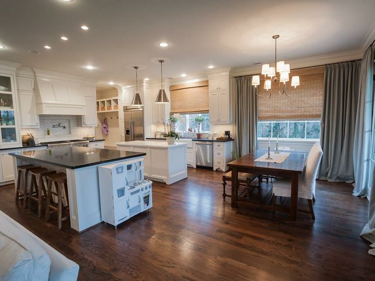 Open kitchen , breakfast, mud room and living