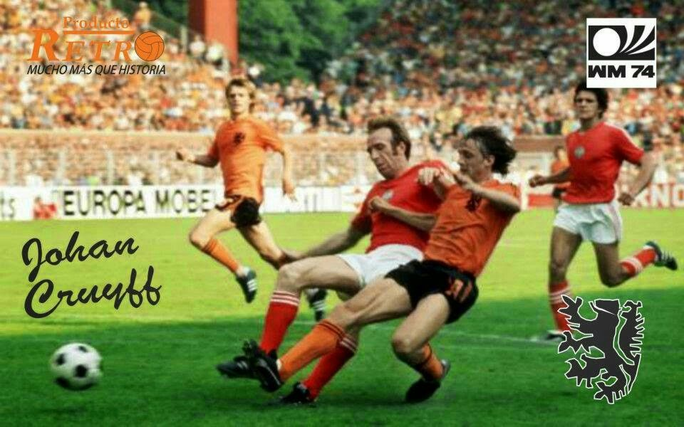 Holland 4 Bulgaria 1 in 1974 in Dortmund. Johan Cruyff attacks again. The Bulgarians couldn't handle him in Group 3 at the World Cup