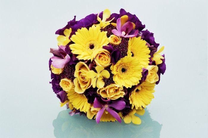 Buchet Cu Flori Galbene Si Mov Wedding Ideas Yellow Wedding