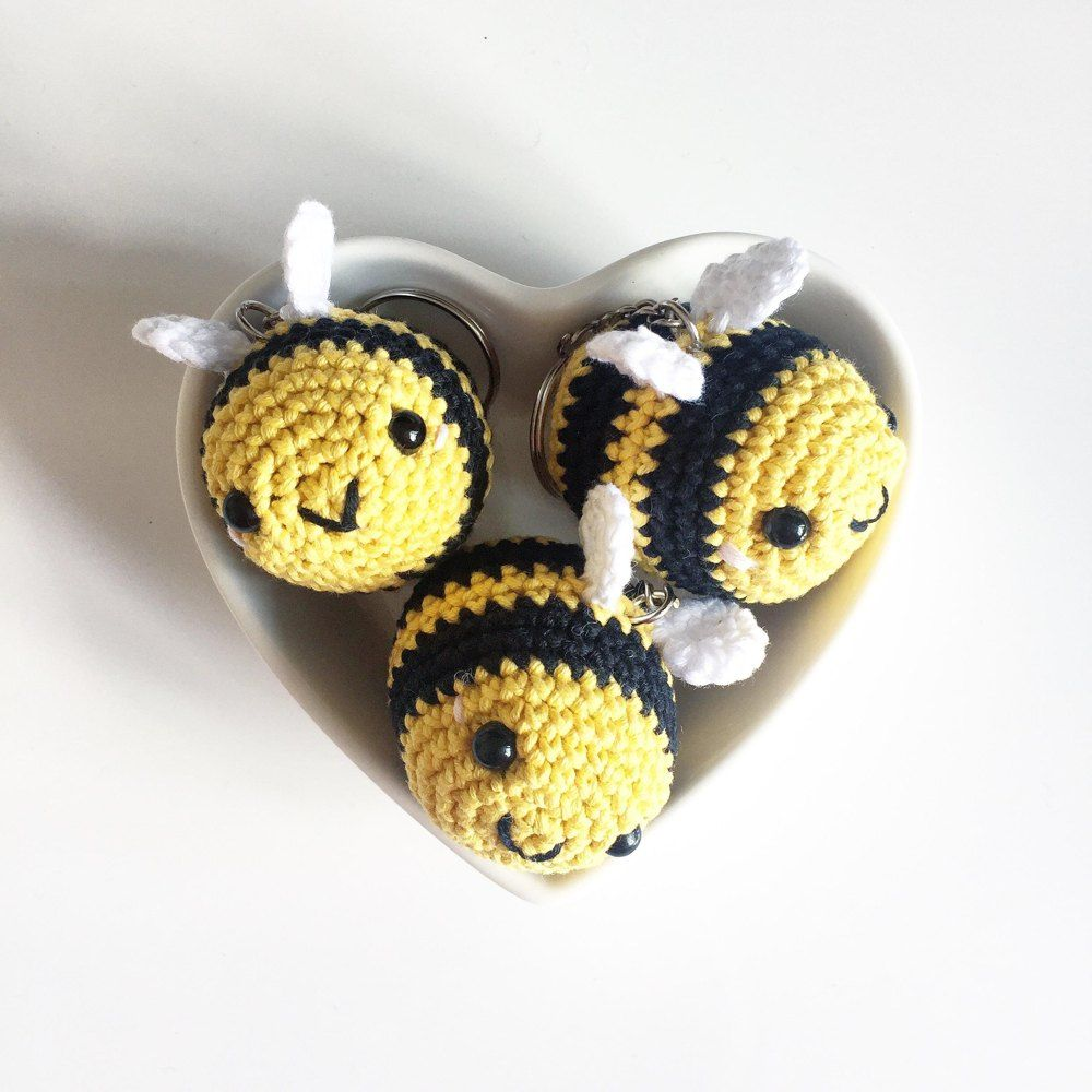 Cute Crochet Bumble Bee - Free Pattern - DIY 4 EVER | 1000x1000