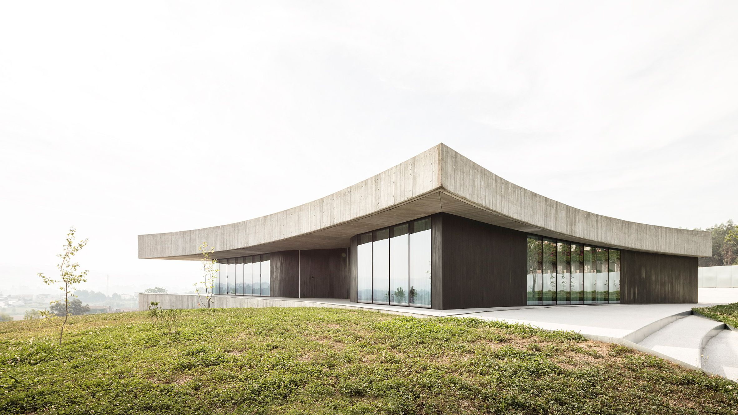 A Concrete Roof With Concave Sides Sits Atop Scooped Glass And Wood Walls At This House In Portugal Which Is Ca Architecture Concrete Roof Modern Architecture